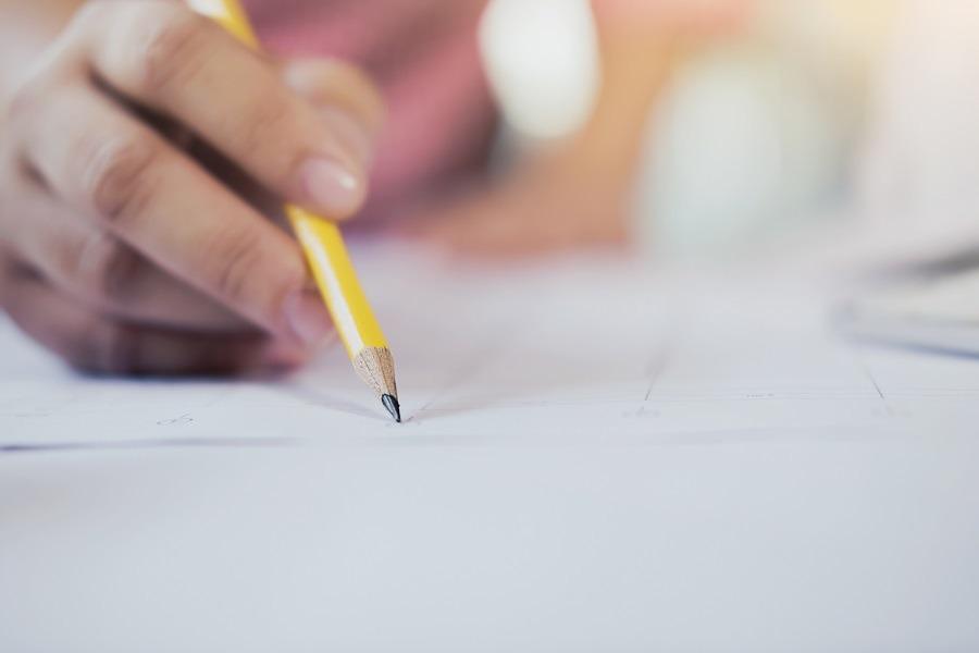 A gramática pode ser um desafio para muitos, mas é uma parte importante da prova. Então, aprenda a fazer uma redação do ENEM sem erros de Português.